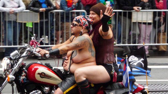"""Desfile """"Dykes On Bikes"""" en San Francisco"""