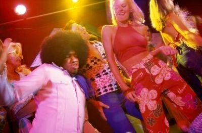 Discoteca Guru bailando