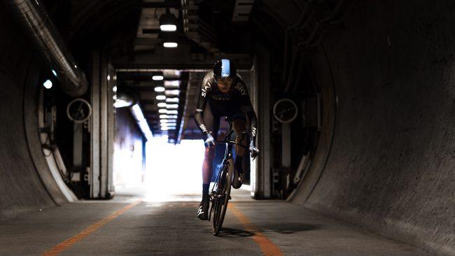 El Eurotúnel cruzado por primera vez por un ciclista