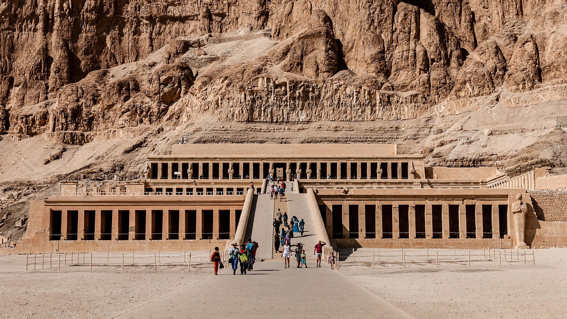 El templo de hatshepsut un ejemplo de arquitectura adintelada for Arquitectura egipcia