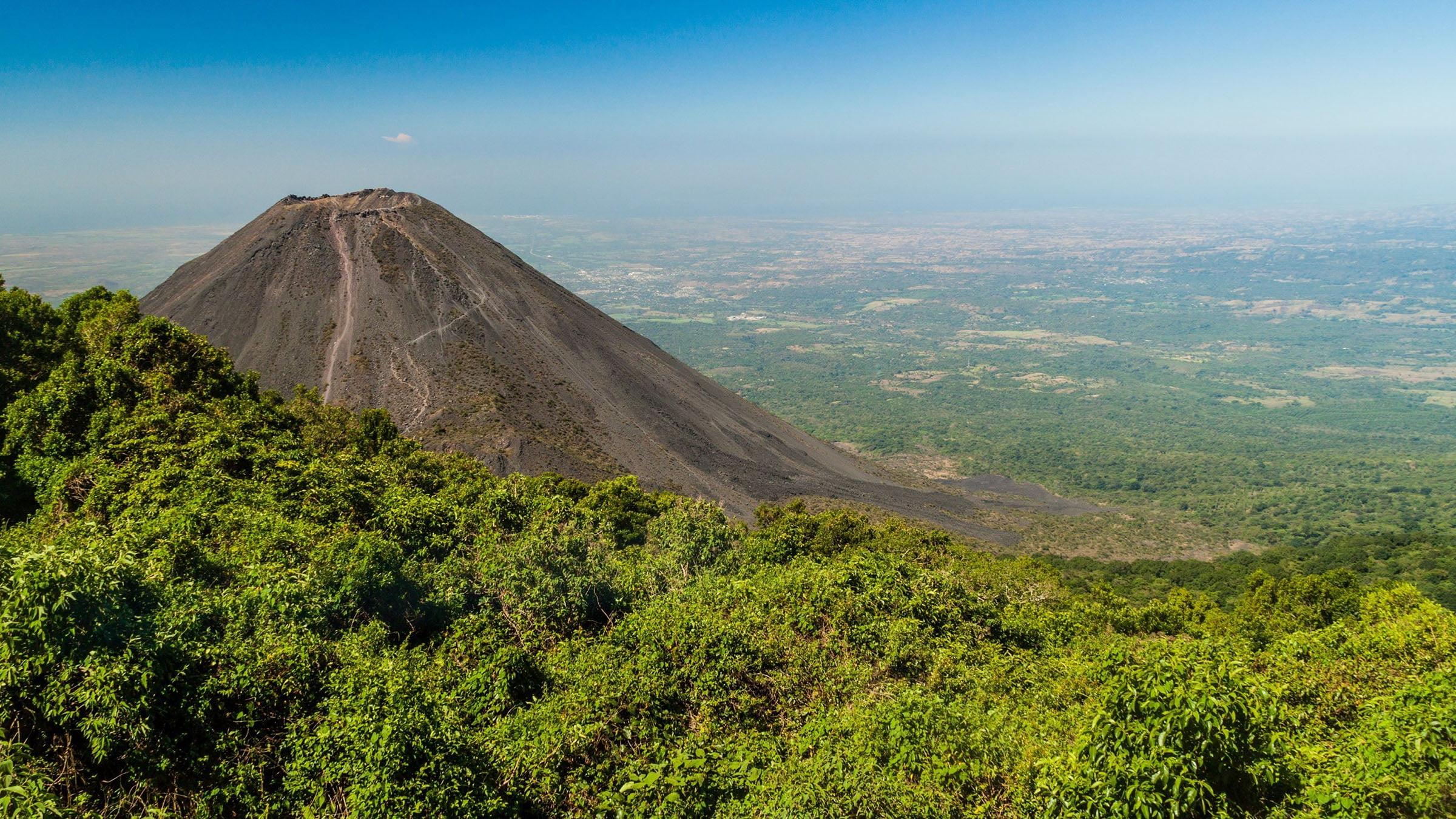 El Volcán De Izalco O Faro Del Pacífico, En El Salvador