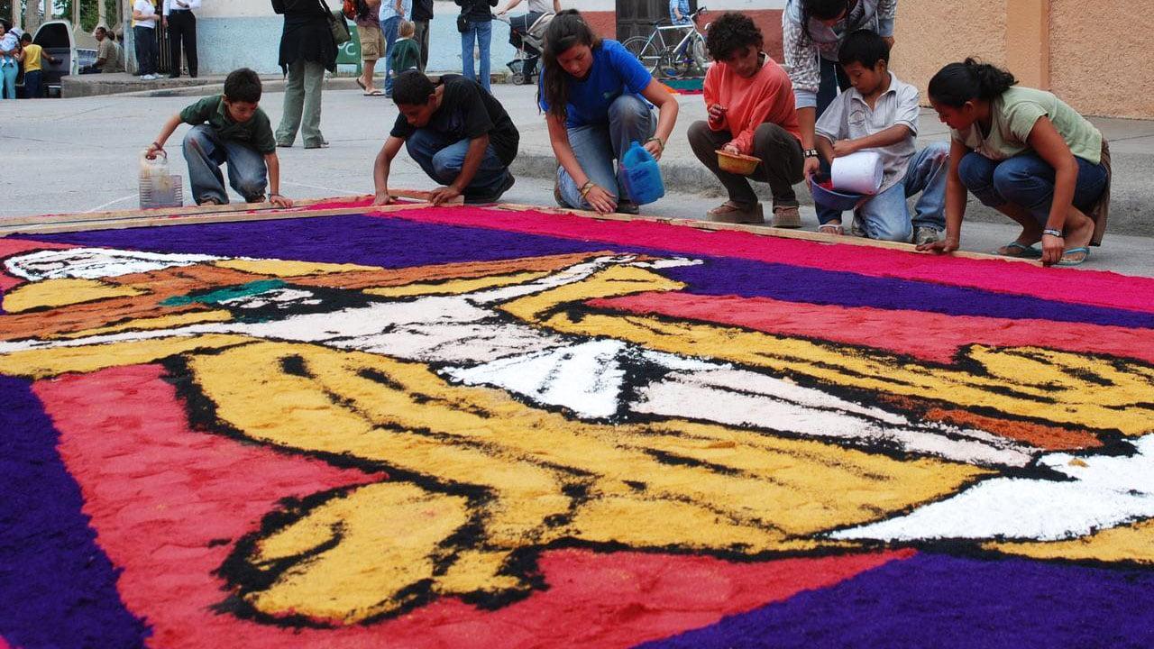 Elaboraci n de las alfombras de aserr n en honduras for Precio de las alfombras persas