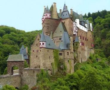Castillo Ardud Eltz-368x300