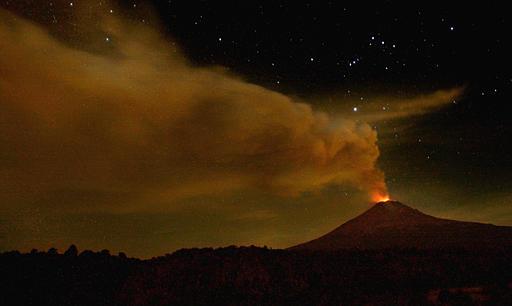 Erupción nocturna en mexico
