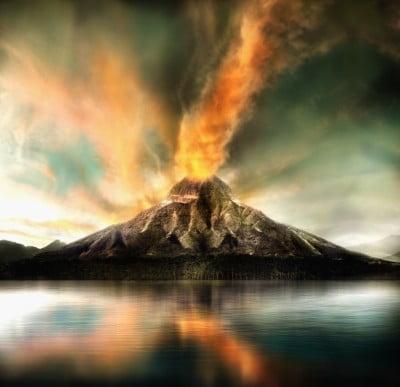 erupción volcánica con explosiones