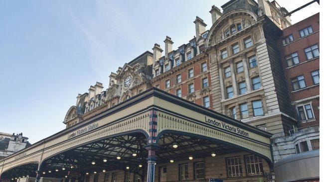 Estación Victoria de Londres: conexión con tren, metro y autobús
