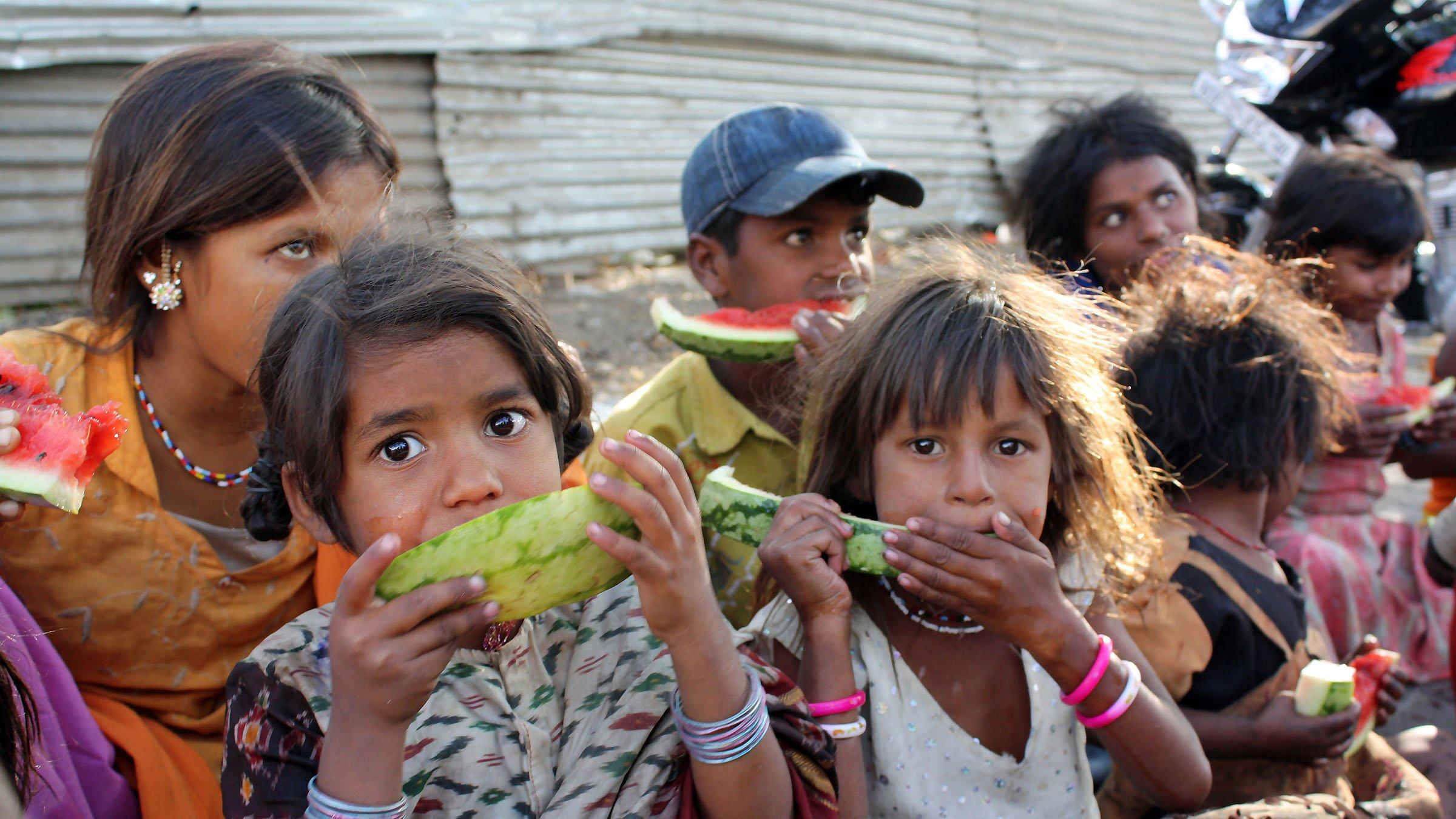 estadíaticas de la pobreza niña mal alimentada