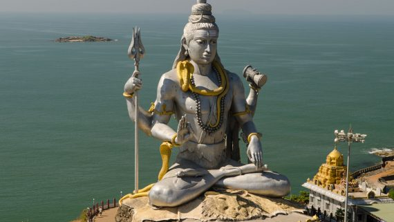 Estatua de Lord Shiva en Rishikesh (India)