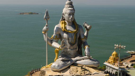 Estatua de Lord Shiva en Rishikesh (India)