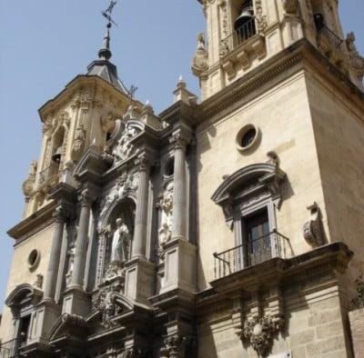 Fachada principal de la Basílica