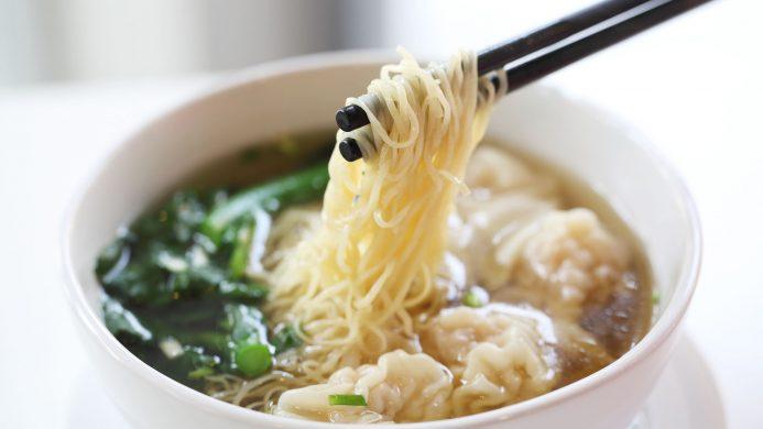 Fideos de arroz chinos con verduras