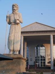 fotos del Congo Estatua de De Brazza, fundador de Brazzaville..JPG