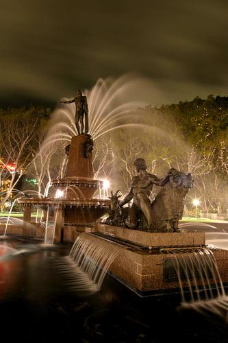 Fuente de agua en Hyde Park en Sidney