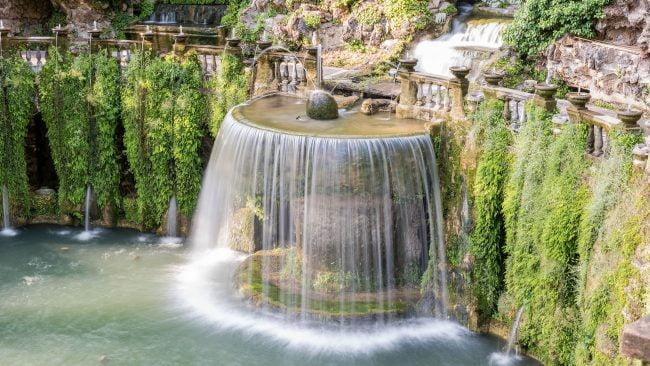Ovaler Brunnen in der Villa de l'Este von Tivoli, Italien