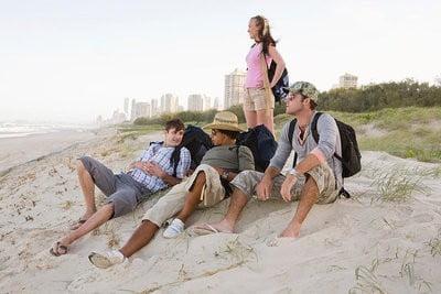 gente en la playa-¡ admirando  el mar