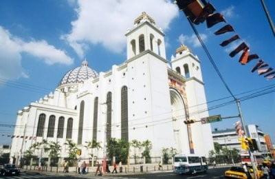 hora San Salvador catedral de día