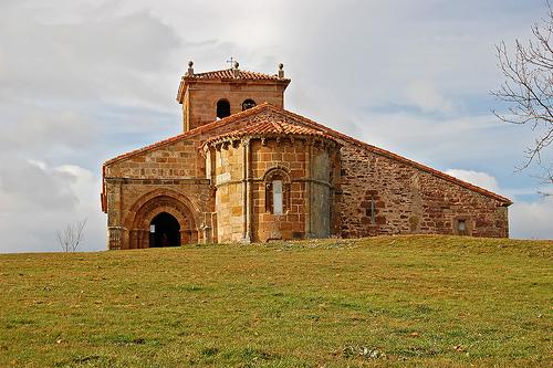 Iglesia Romanica en Villacantid, Cantabria