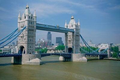 Inglaterra Tower Bridge sobre el río Tamesí en Londres