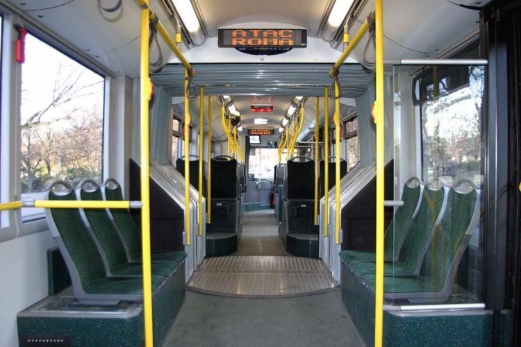 Interior de un bus de Roma