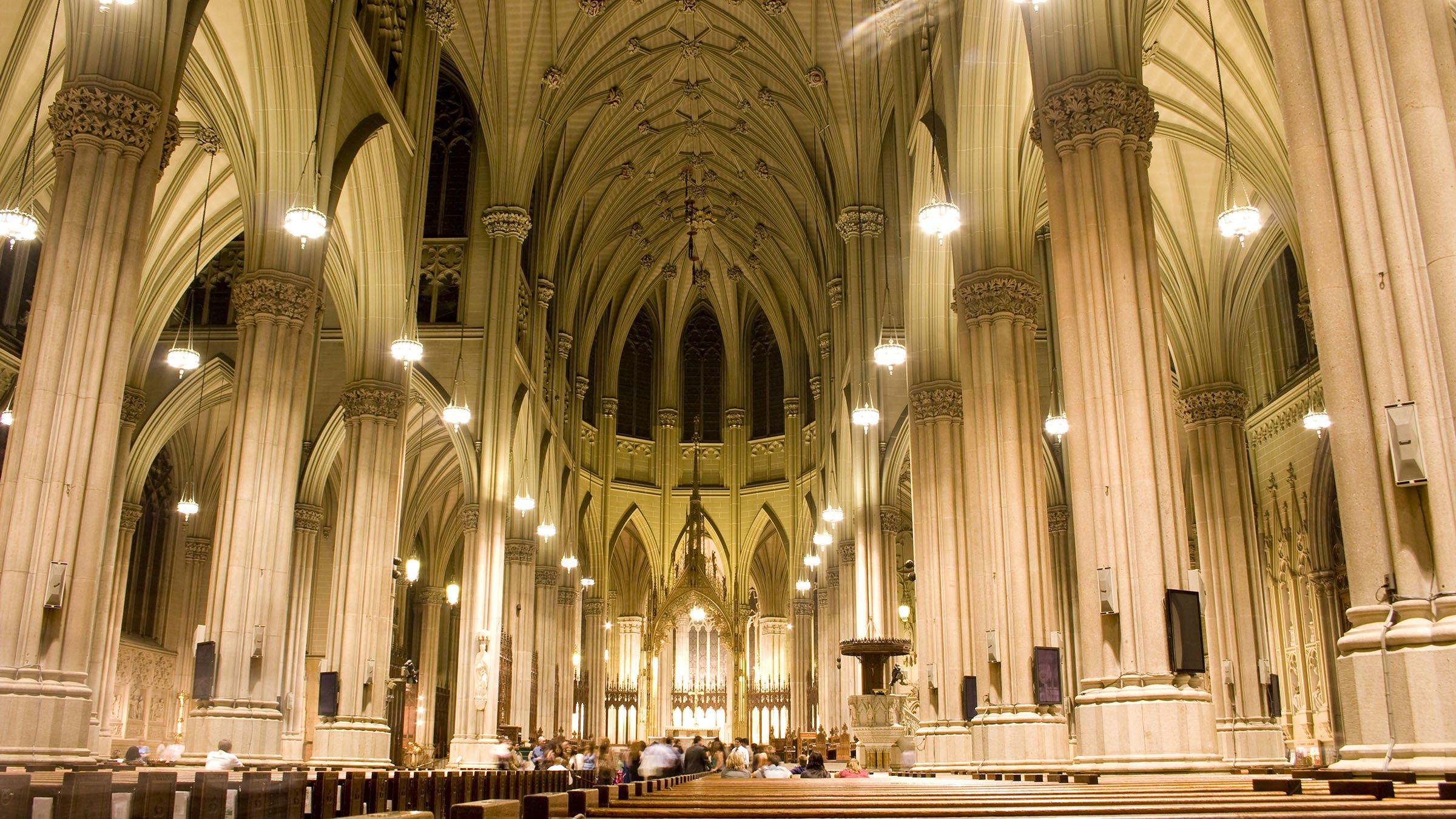 Interior de la catedral de san patricio for Catedral de barcelona interior