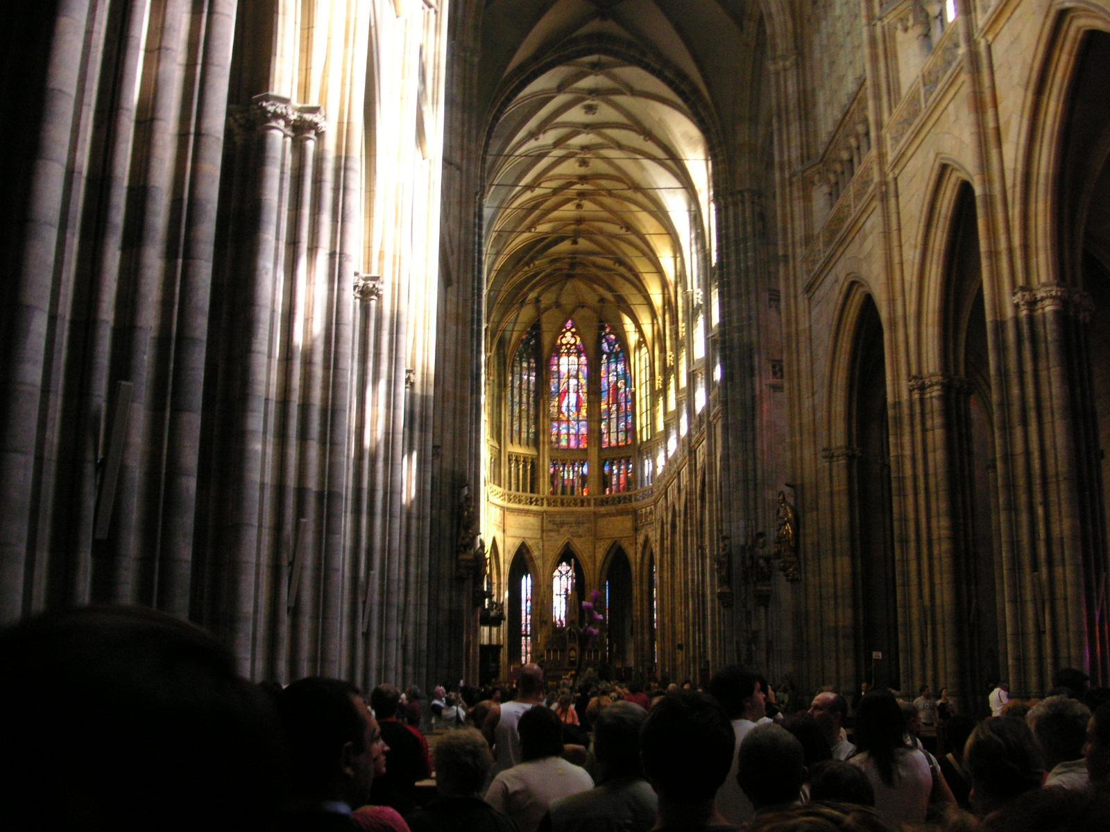 Interior de la catedral de san vito for Interior de la catedral de barcelona