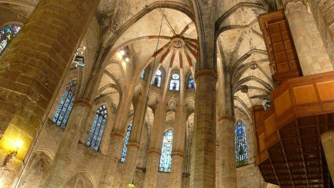バルセロナサンタマリアデルマル聖堂の内部
