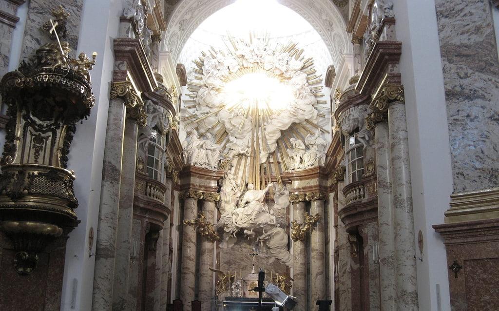 Interior de Iglesia San Carlos de Viena