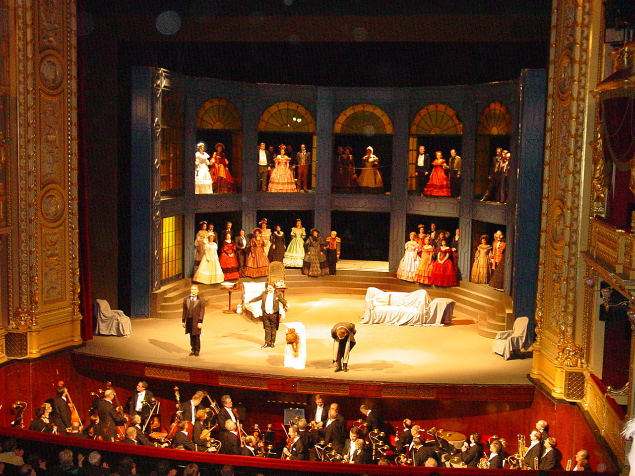 external image interior-teatro-nacional-praga.jpg