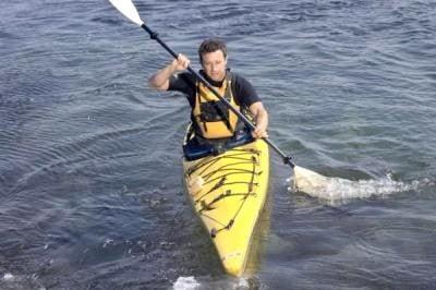 kayaking practicando