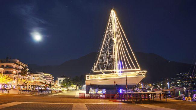 La decoraci n de barcos en la navidad griega for Costumbres de grecia