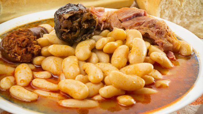 La crema catalana un dulce especial for Como cocinar fabada asturiana