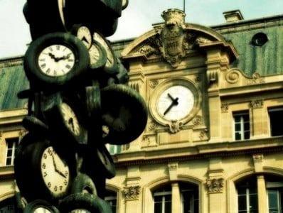 la hora en París