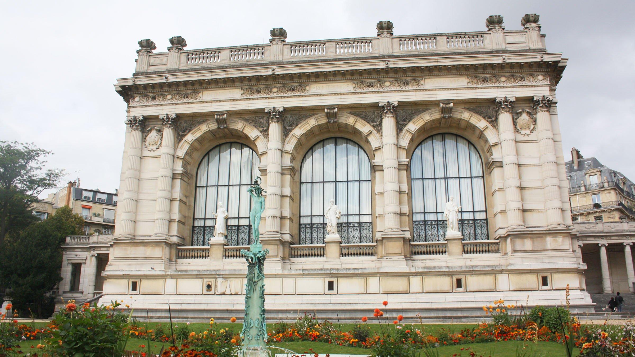 la moda en París estructura del Palacio Galliera