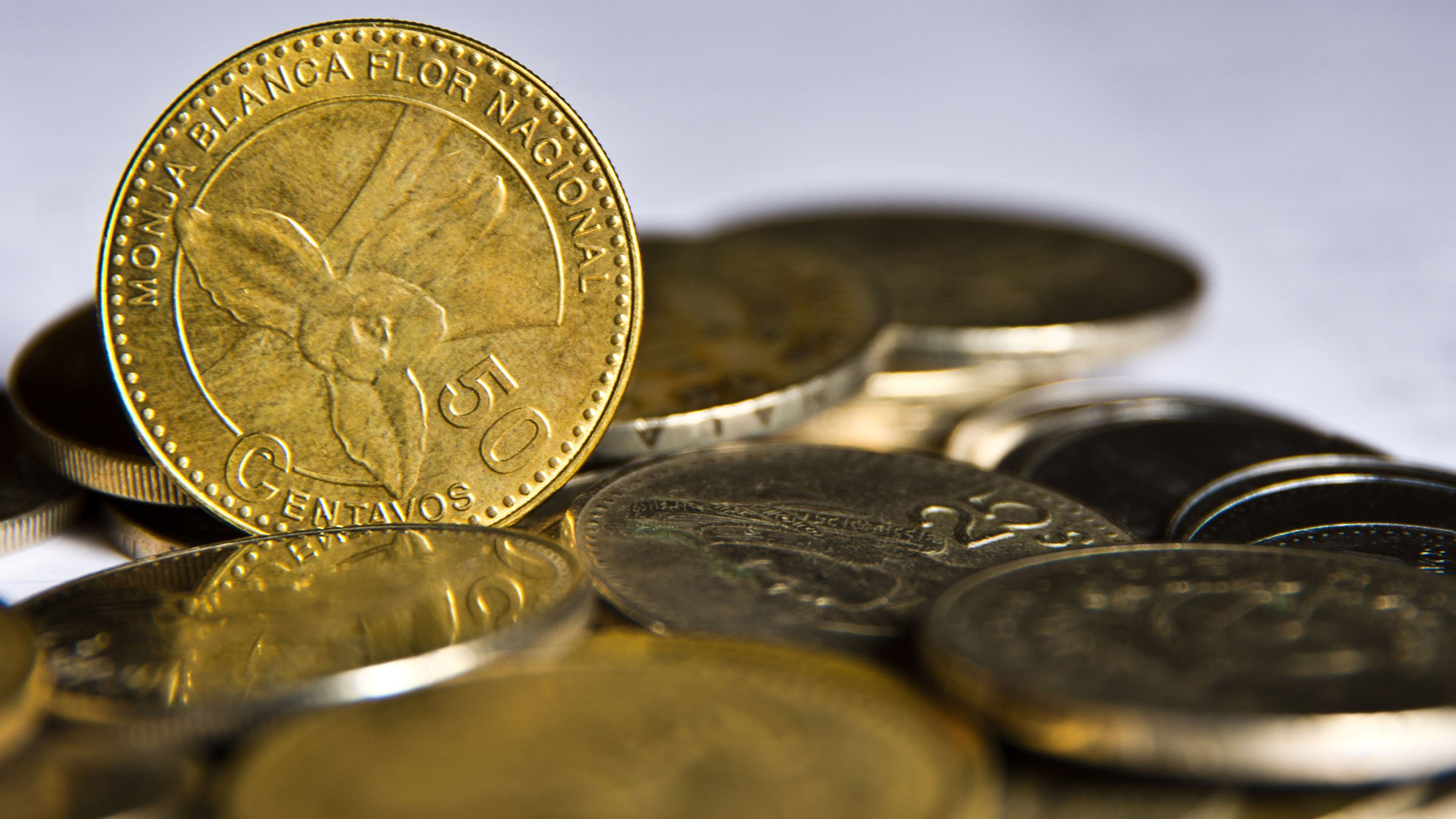 La Monja Blanca Y Moneda De 50 Centavos Guatemala
