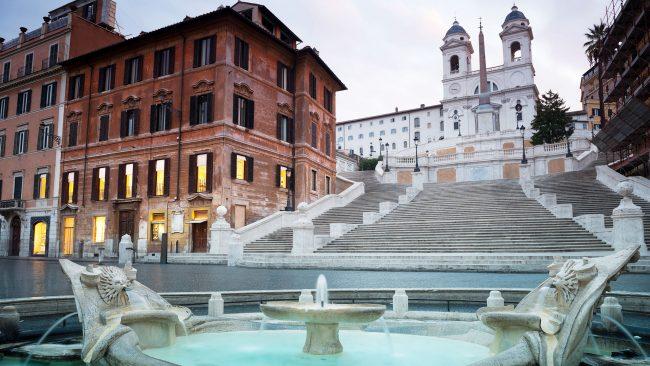 Die Spanische Treppe in Rom, Ort der Veranstaltungen und des Einkaufens