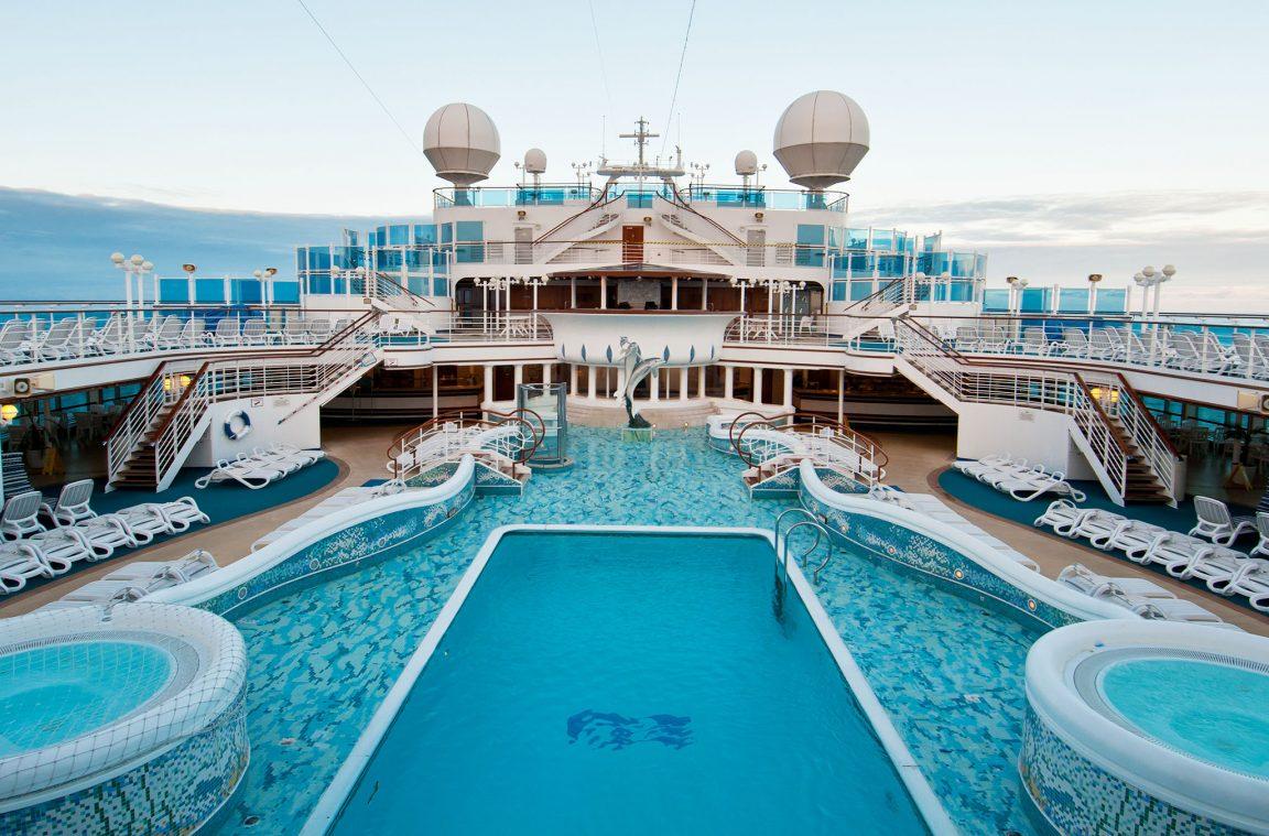 Las piscinas y otras instalaciones a bordo de un crucero for Instalaciones de albercas pdf