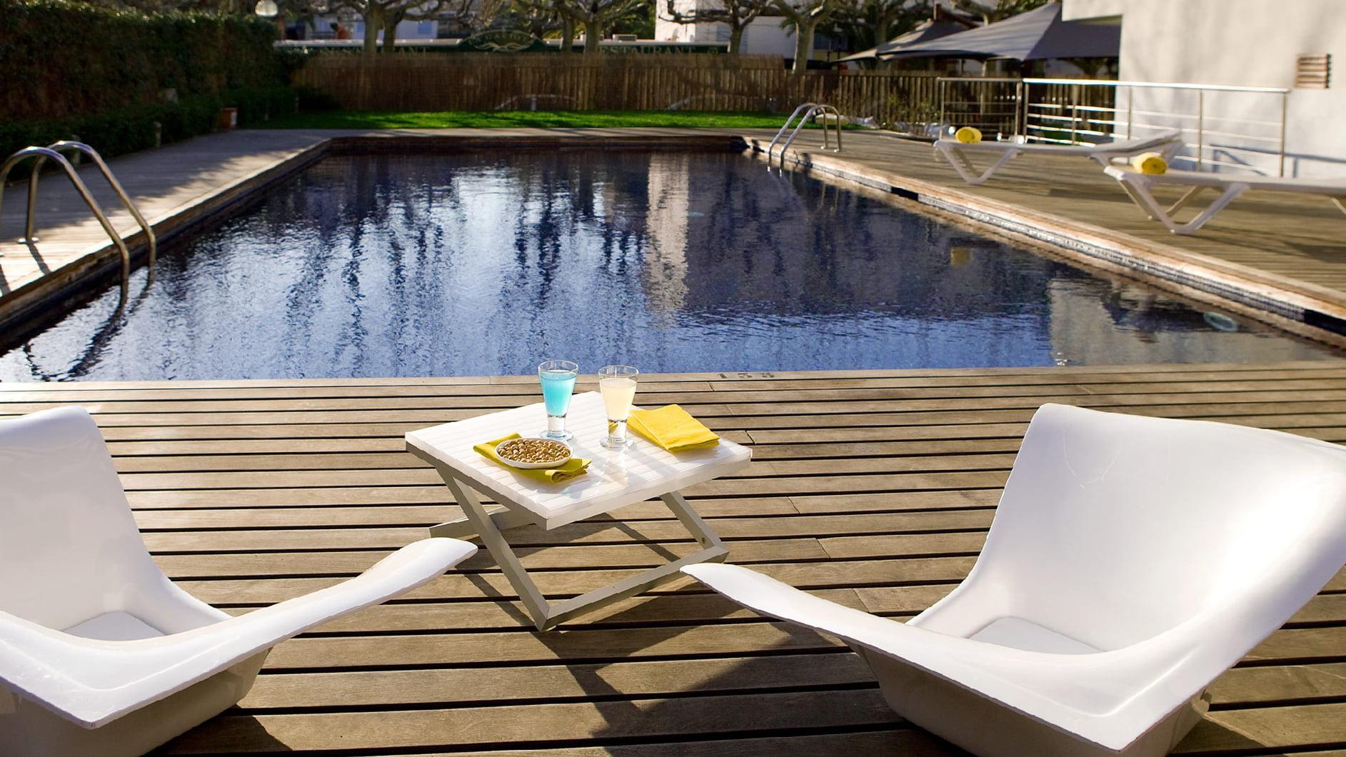 Piscina del hotel magnolia salou for Hoteles en salou con piscina