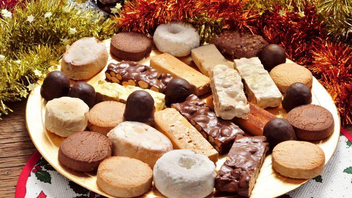 Mantecados y turrones típicos de la Navidad en España