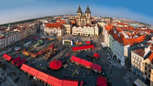 Mercado de Pascua en la Plaza de la Ciudad Vieja, Praga