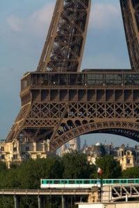 metro de paris y torre eiffel