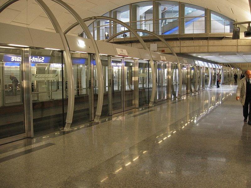 metro en paris estacion