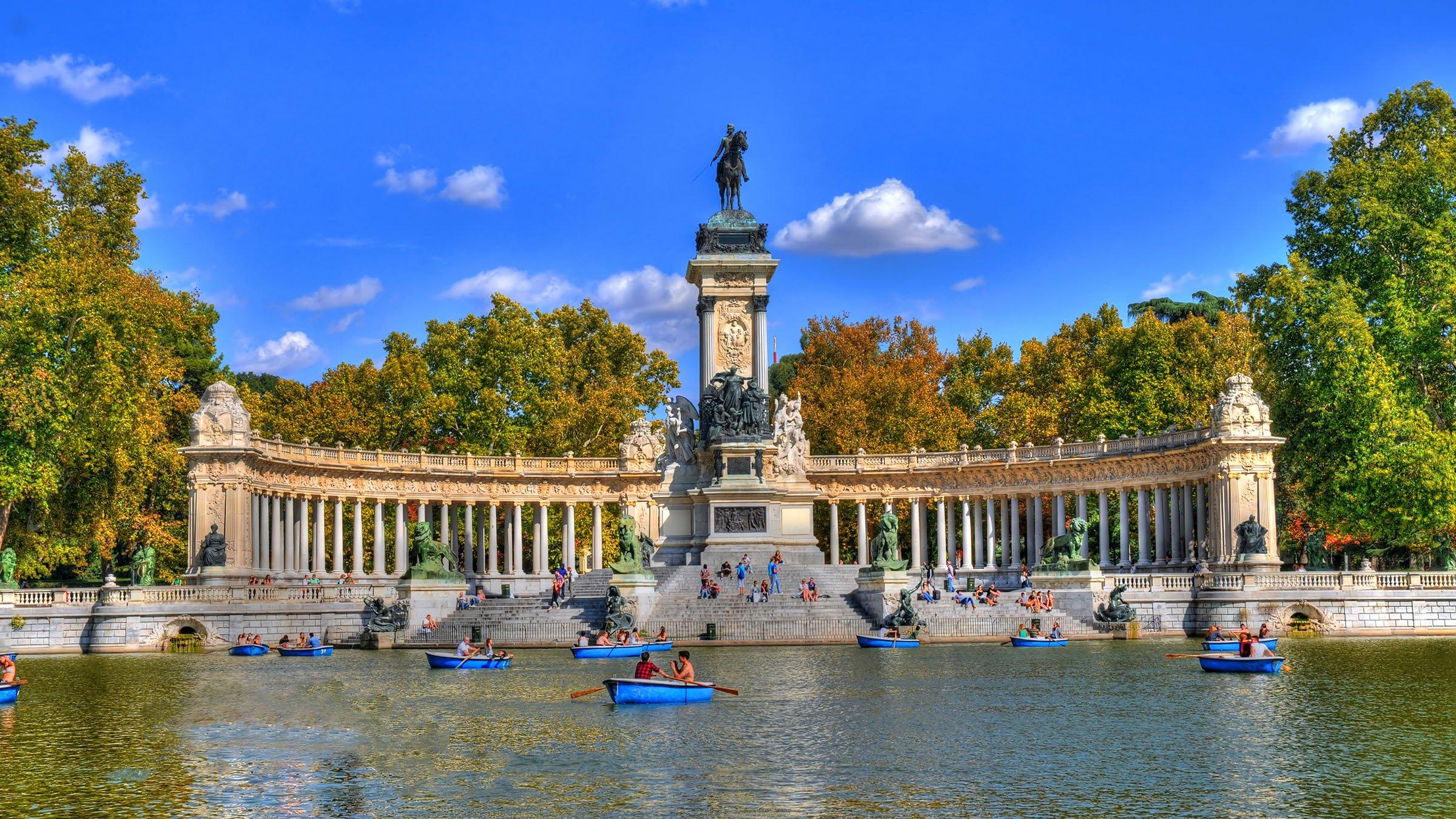 Madrid: Monumento A Alfonso XII, Parque Del Retiro