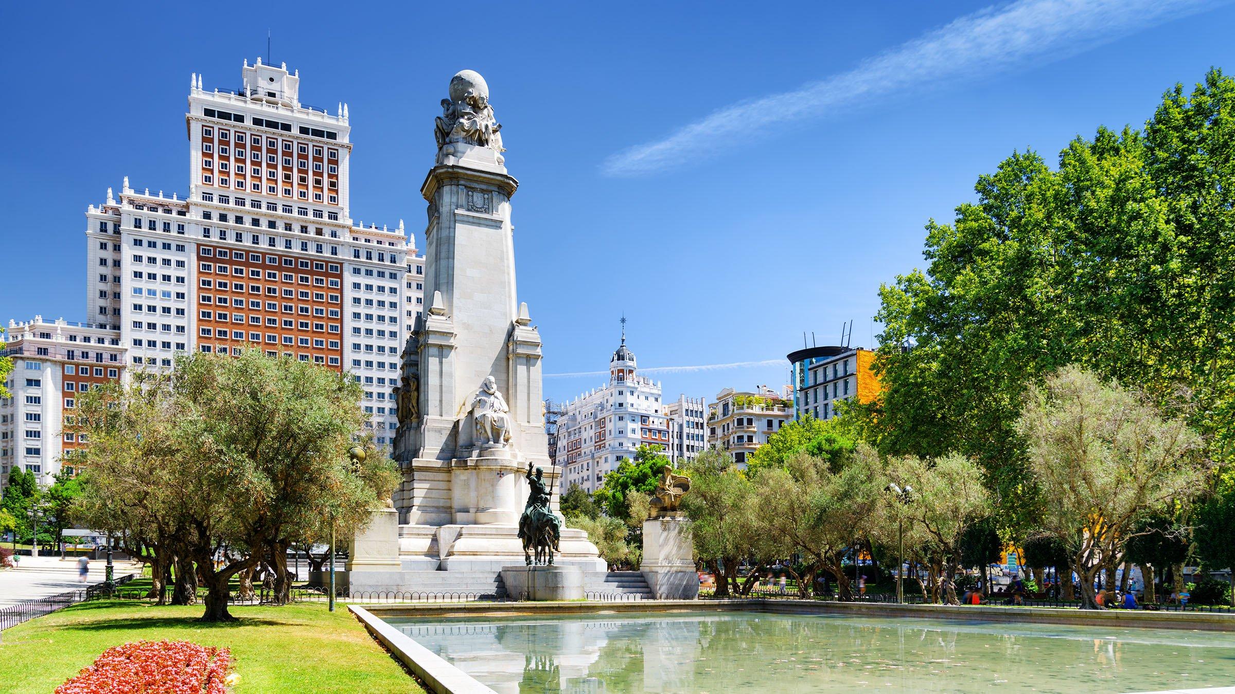 Monumento a miguel de cervantes plaza de espa a madrid - Viaje de novios espana ...