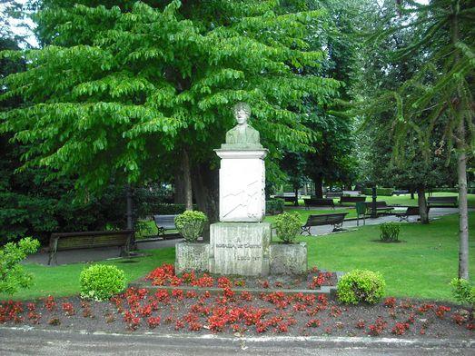 Monumento en el Parque Rosalía de Castro