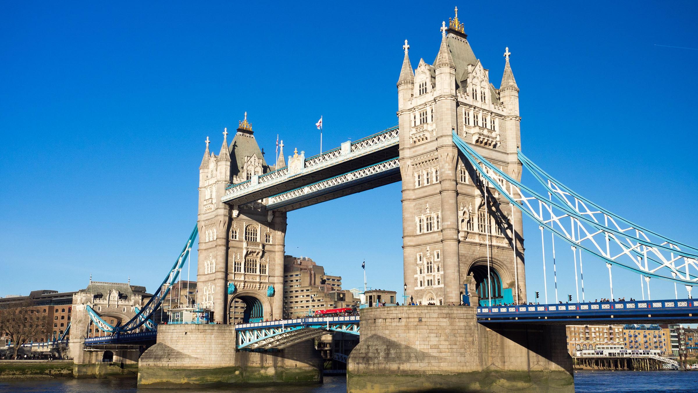 Monumentos de Inglaterra Londres Tower Bridge sobre el río Támesis