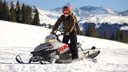 moto-de-nieve-en-astun-420x2381