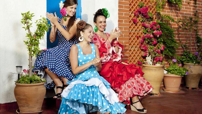 Mujeres con traje tipico de bailaora flamenca