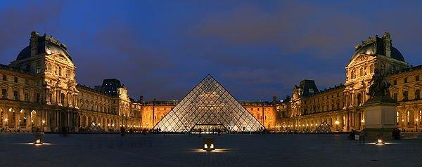 museo del louvre en paris de noche