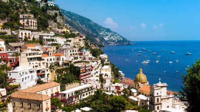 Nápoles, ciudad de la costa italiana