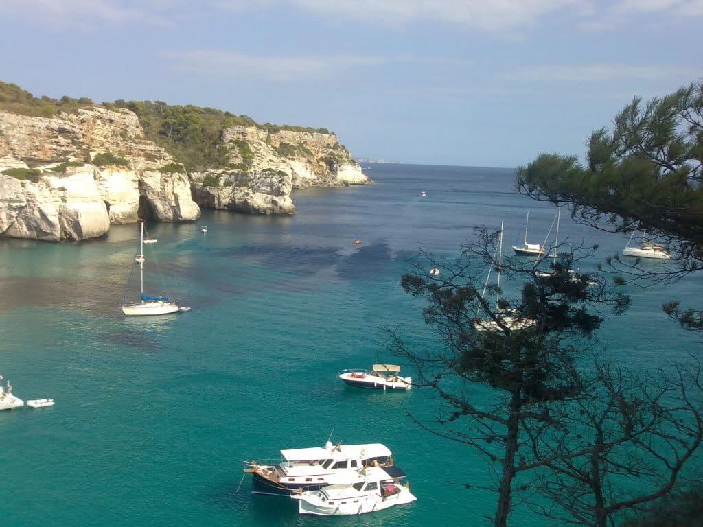 Navegar en Cala Macarella